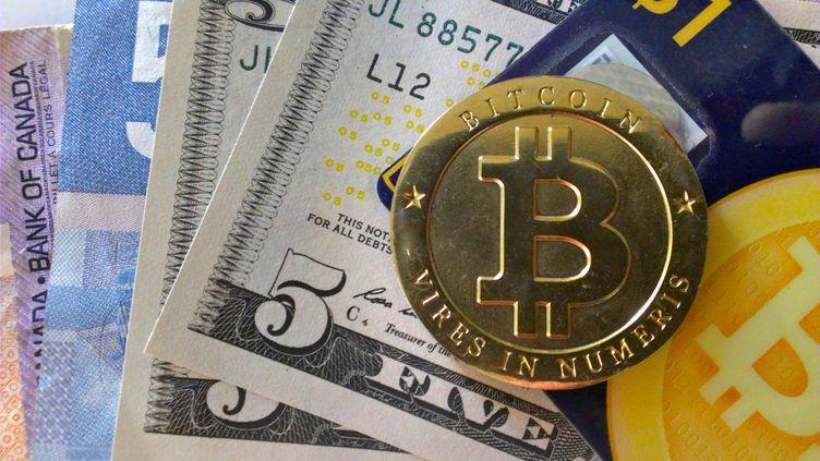 Représentation de bitcoins, évidemment fictive puisque cette monnaie est immatérielle. (ZACH COPLEY / FLICKR)