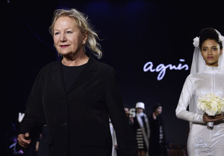 La créatice Agnès b. au final de son défilé pap féminin ah 2016-17, à Paris  (MARTIN BUREAU / AFP)