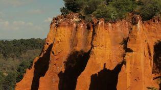 Une falaise à Roussillon (Vaucluse), appellée le Colorado provençal. (FRANCE 3)