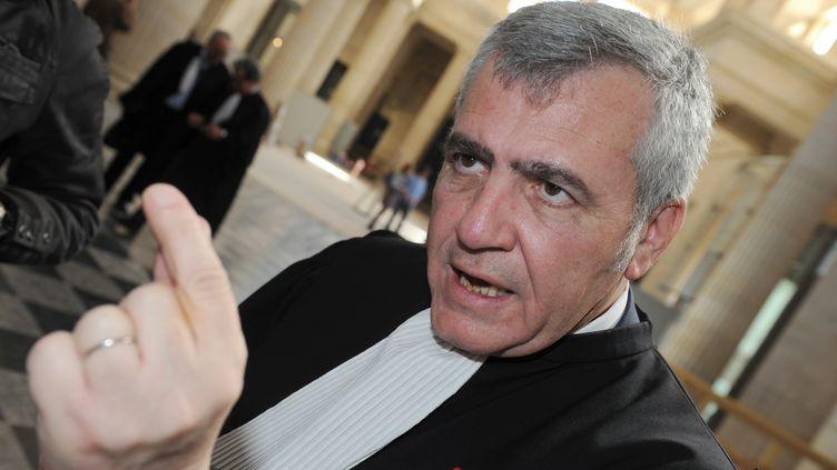 Thierry Herzog, avocat de Nicolas Sarkozy, le 25 avril 2013 à la cour d'appel de Bordeaux. (MEHDI FEDOUACH / AFP)