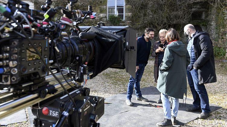 """Tournage du film """"En Corps"""" parCédric Klapisch, avec ici Marion Barbeau, Muriel Robin, Pio Marmaï. (THIERRY CREUX / MAXPPP)"""