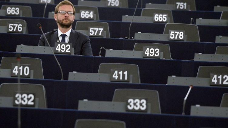 Jérôme Lavrilleux attend l'ouverture de la session au Parlement européen, à Strasbourg, le 1er juillet 2014. (PATRICK HERTZOG / AFP)