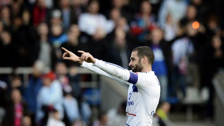 L'attaquant argentin Lisandro Lopezde l'OL célèbre un but face à Reims en match de Ligue 1, à Lyon, le 18 novembre 2012. (JEFF PACHOUD / AFP)