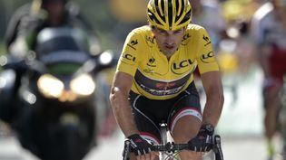 Le Suisse Fabian Cancellara revêtu du maillot jaune, lors de la troisième étape du Tour 2015, lundi 6 juillet. (LIONEL BONAVENTURE / AFP)