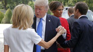 Donald Trump et Brigitte Macron devant les Invalides, à Paris, le 13 juillet 2017. (MICHEL EULER / AFP)