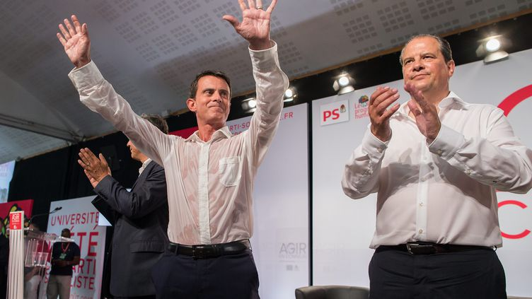 Manuel Valls et Jean-Christophe Cambadélis, le 30 août 2015, à La Rochelle (Charente-Maritime). (MAXPPP)