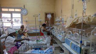 La salle des couveuses de l'hôpital régional de Bafoussam, au cameroun, le 20 septembre 2021. (DANIEL BELOUMOU OLOMO / AFP)