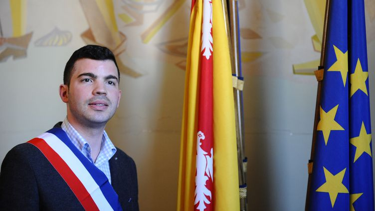 Le maire FN d'Hayange (Moselle) Fabien Engelmann, à la mairie d'Hayange, le 6 avril 2014. (JEAN-CHRISTOPHE VERHAEGEN / AFP)