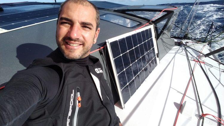 Damien Seguin souriant et confiant à bord