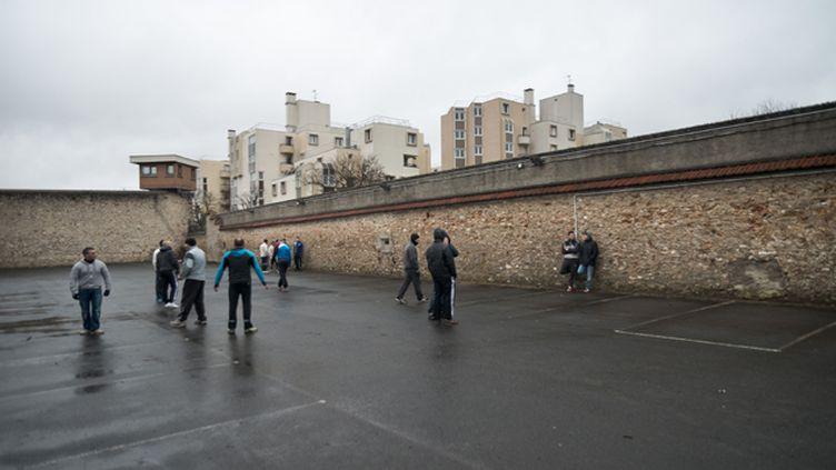 """(La prison de Fresnes, ici en février 2015, où 28 détenus """"radicalisés"""" sont placés à l'écart © SIPA / NICOLAS MESSYASZ)"""