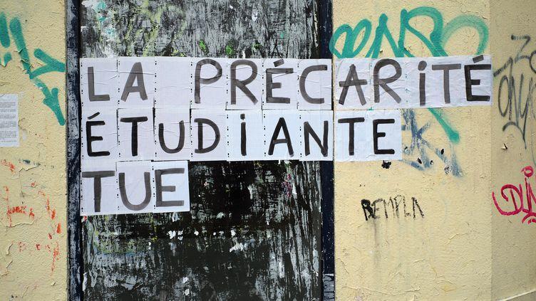 Un collage sur un mur de Paris, le 17 mars 2021. (LOU OSRA / HANS LUCAS / AFP)
