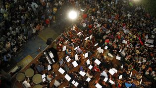 L'orchestre de la Radio Télévision d'Athènes, avant sa dissolution(juin 2013)  (Orestis Panagiotou / EPA / MAXPPP)