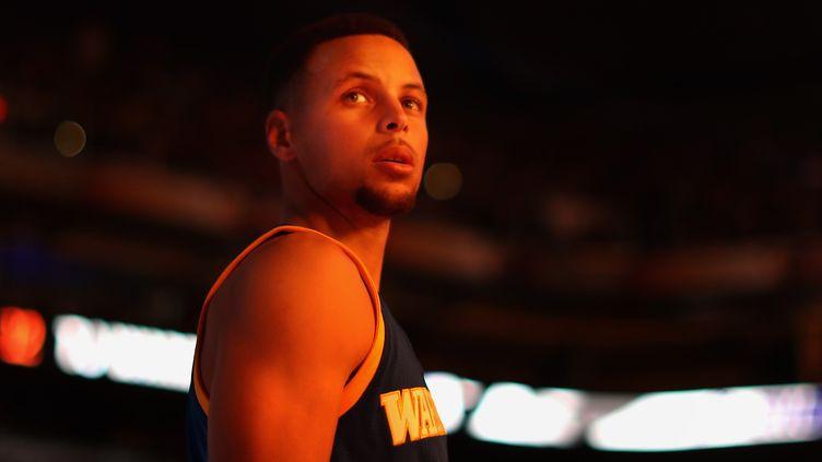 Avec 23 points en un seul quart-temps, Stephen Curry a mis le feu à la défense de Portland.  (CHRISTIAN PETERSEN / GETTY IMAGES NORTH AMERICA)
