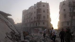 Des milliers d'habitants attendent toujours de pouvoir sortir de la ville d'Alep en ruines. (AMEER AL-HALBI \ APAIMAGES / MAXPPP)