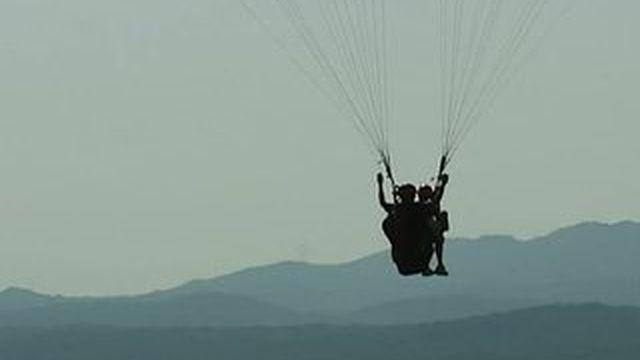 Vacances : le parapente, une activité à sensations fortes