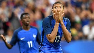 L'attaquant des Bleus Kylian Mbappé lors du match amical France-Angleterre au Stade de France, le 13 juin 2017. (FRANCK FIFE / AFP)