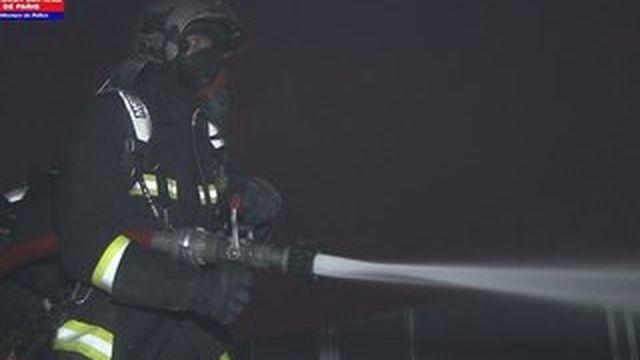 Les images de l'incendie à la Cité des sciences