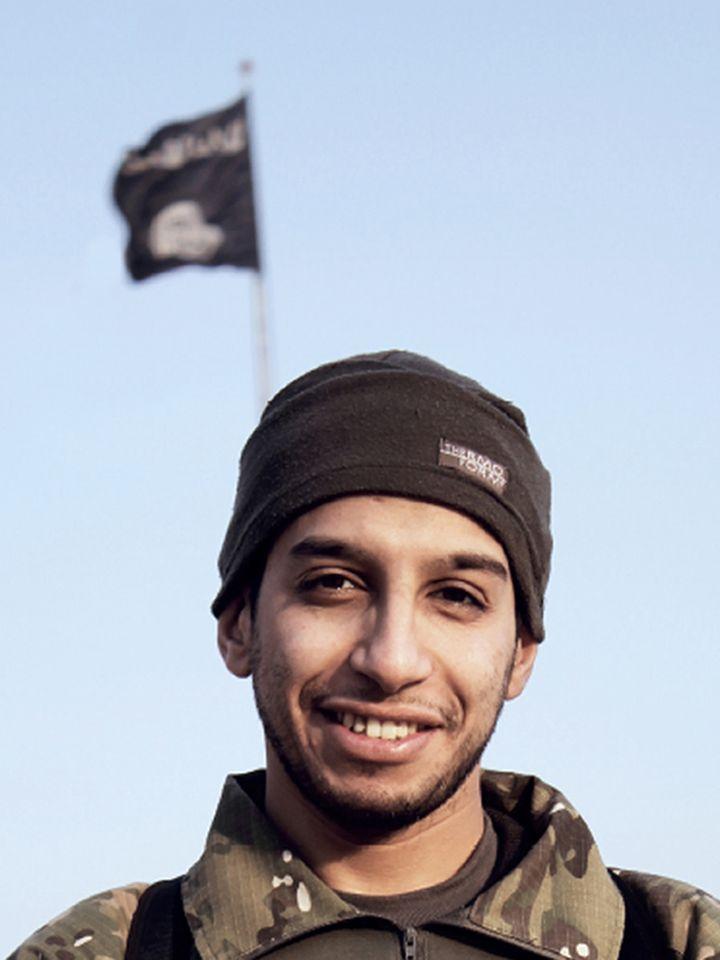 Abdelhamid Abaaoud dans l'édition de février 2015 du magazine en ligne du groupe Etat islamique. (DABIQ / AFP)