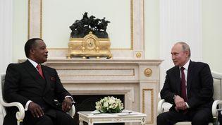 Vladimir Poutin reçoit au Kremlin le président du Congo, Denis Sassou Nguesso, le 23 mai 2019. (EVGENIA NOVOZHENINA / POOL)