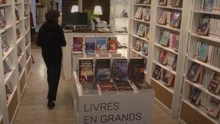 Handicap : une librairie à gros caractères ouverte à Paris (France Info)