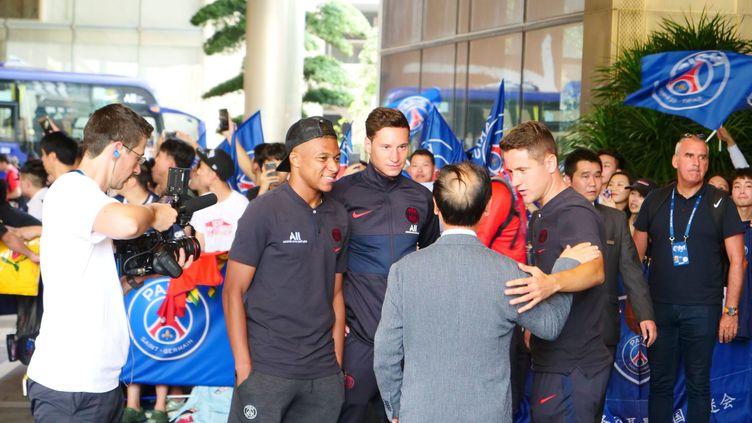 Les joueurs du PSG, Kylian Mbappé et Julian Draxler, à Shenzhen (Chine), le 24 juillet 2019 (MAXPPP)