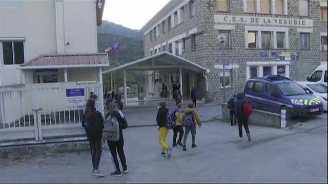 """Dans le Journal du Dimanche, Jean-Michel Blanquer a récemment déclaré : """"Il est faux de dire que le milieu scolaire serait plus propice qu'un autre à la diffusion du virus"""". Est-ce vrai ?"""