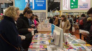 Des visiteurs au Salon du livre 2019. (JPNVHB / MAXPPP)