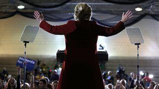 La candidate démocrate à la Maison Blanche, Hillary Clinton, lors d'un meeting à Pittsburgh (Etats-Unis), le 22 octobre 2016. (JUSTIN SULLIVAN / GETTY IMAGES NORTH AMERICA / AFP)