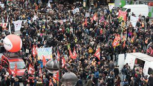 Des manifestants à Paris, le 3 avril 2018, premier jour de la grève des cheminots contre la réforme de leur statut. (SAMUEL BOIVIN / CROWDSPARK / AFP)