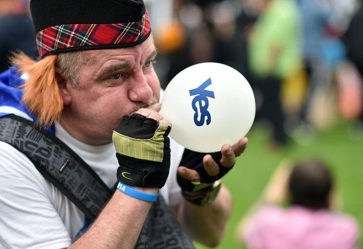 """Un partisan du """"oui"""" à l'indépendance, lors d'un rassemblement à Glasgow (Ecosse, Royaume-Uni), le 17 septembre 2014. (LEON NEAL / AFP)"""