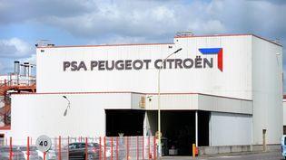 Une usine de PSA Peugeot Citroën àChartres-de-Bretagne, près de Rennes (Ille-et-Vilaine), le 14 octobre 2013. (THOMAS BREGARDIS / AFP)