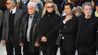 Jean-Paul Belmondo, Laurent Gerra, Eddy Mitchell sont aux Invalies pour l'hommage nationale à Charles Aznavour, le 5 octobre 2018. (ERIC FEFERBERG / AFP)