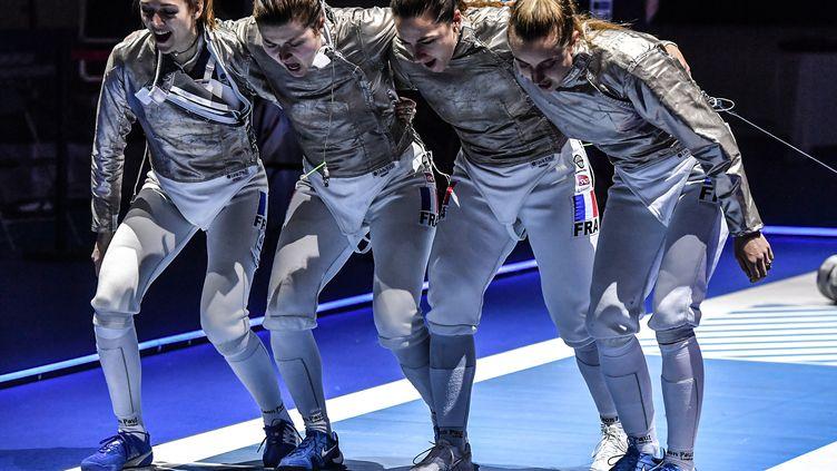 L'équipe de France de sabre en plein cri de guerre aux championnats d'Europe 2019. (BIZZI TEAM)