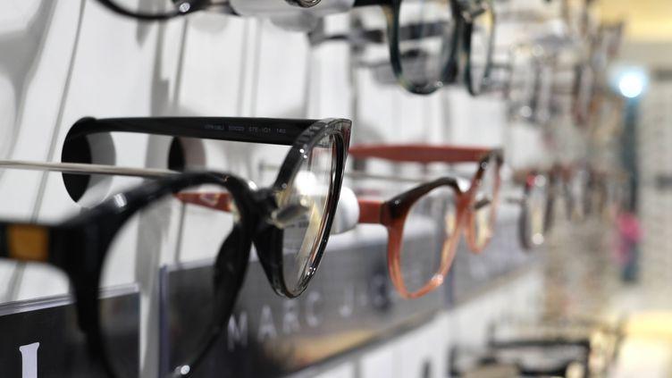 Des lunettes chez un opticien de Bordeaux. (MAXPPP)