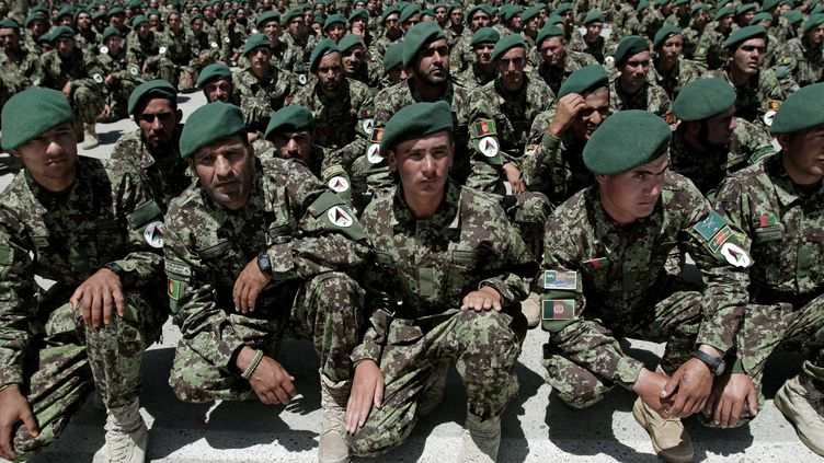 Des soldats de l'armée nationale afghane, le 15 juin 2013, à Kaboul (Afghanistan). (RAHMAT GUL / AP / SIPA)