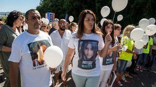 Les parents de la petite Maëlys lors d'une marche blanche à Pont-de-Beauvoisin le 27 août 2018 (NICOLAS LIPONNE / NURPHOTO)