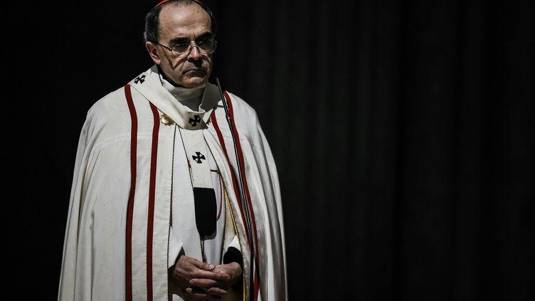 Le cardinal Barbarin, à la cathédrale Saint-Jean, à Lyon (Rhône), le 3 avril 2016. (JEFF PACHOUD / AFP)