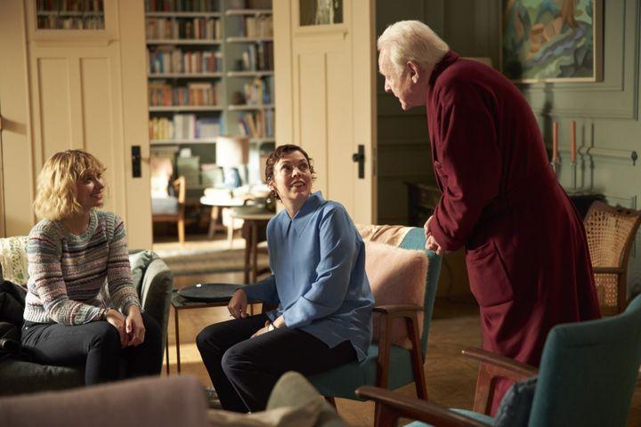 "Imogen Poots, Olivia Colman et Anthony Hopkins dans ""The Father"" de Florian Zeller (2021). (SEAN GLEASON / ORANGE STUDIO CINEMA : UGC DISTRIBUTION)"