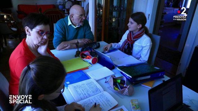 Envoyé spécial. Coronavirus : l'école à la maison, avec le jardin des grands-parents comme cour de récré