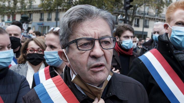 Le député de la France insoumise Jean-Luc Mélenchon lors de la marche en mémoire de Samuel Paty, à Paris, le 16 octobre 2020. (NICOLAS PORTNOI / HANS LUCAS / AFP)