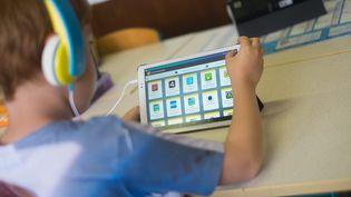 Le déploiement des manuels scolaires numériques reste très timide. (SIMON DAVAL / MAXPPP)