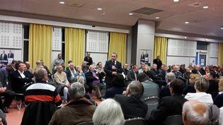Xavier Bertrand, lors d'une réunion publique à Senlis (Oise), le 8 décembre 2015. (LOUIS BOY / FRANCETV INFO)