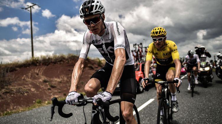 Chris Froome et Geraint Thomas lors de la 15e étape du Tour de France, le 22 juillet 2018. (MARCO BERTORELLO / AFP)