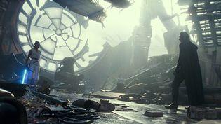 """Rey (Daisy Ridley) fait face à Kylo Ren (Adam Driver) dans Star Wars- Episode IX : L'Ascension de Skywalker"""" de J. J. Abrams. (LUCASFILM LTD)"""