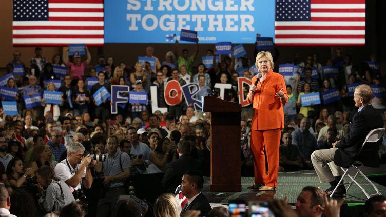 La candidate démocrate à la Maison Blanche, Hillary Clinton, lors d'un meeting à Kissimmee (Floride, Etats-Unis), le 8 août 2016. (GREGG NEWTON / AFP)