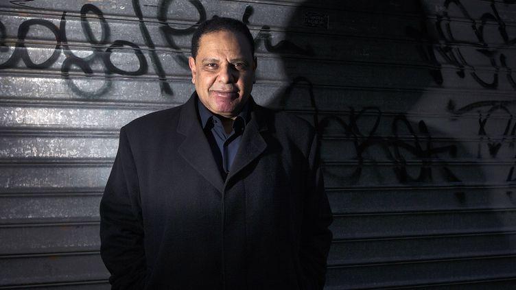 L'écrivain égyptien Alaa al-Aswany photographié à Paris, le 12 février 2014 (JOEL SAGET / AFP)