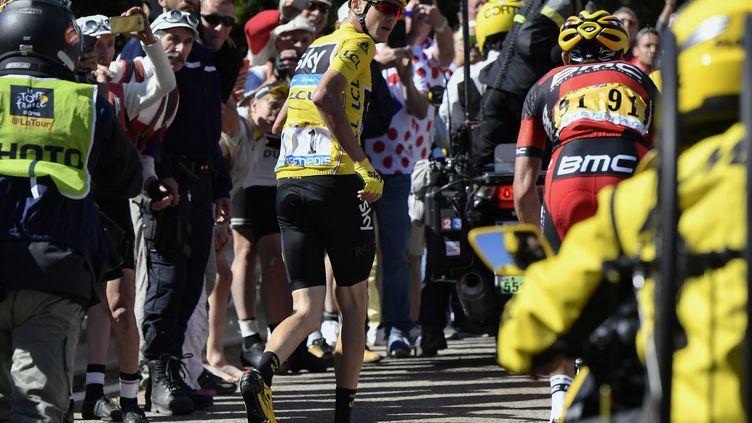 Christopher Froome, à pied dans l'ascension du Mont Ventoux ! (JEFF PACHOUD / AFP)