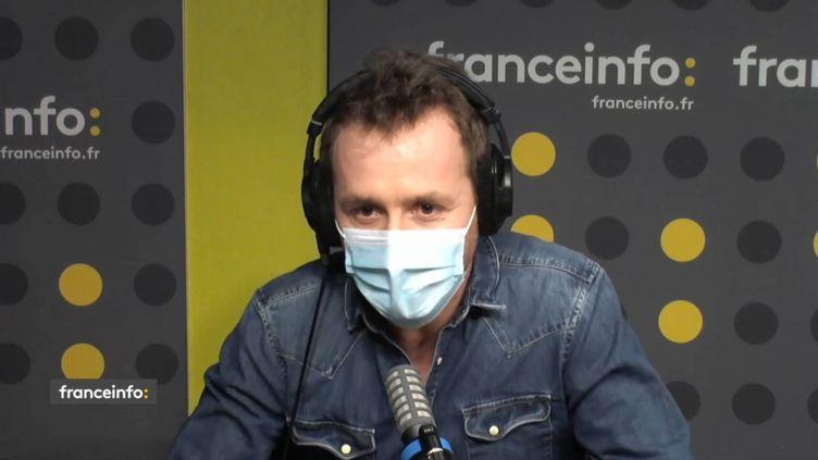 """Tristan Waleckx, l'un des auteurs de l'enquête""""L'affaire qui a fait exploser la droite"""". (FRANCEINFO / RADIO FRANCE)"""