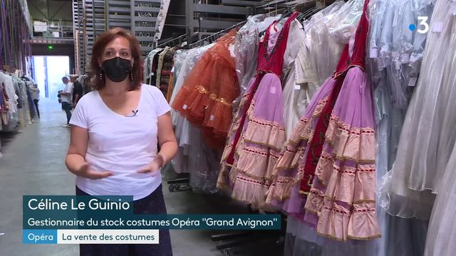 Vente de costumes d'opéra à Avignon