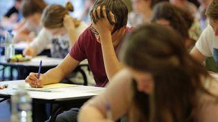 Des lycéens passent l'examendu baccalauréat à Hennebont (Morbihan), le 16 juin 2014. (MAXPPP)